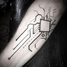 LosTatuajes Inspirados en la Tecnología y el modernismo son aquellos diseños que se basan en figuras modernistas que se asemejan a conexiones o microchips que dan una ilusiónde robótica. Mayormente estos tatuajes son solo de tinta negra, y son combinados con estilos como los de los tatuajes