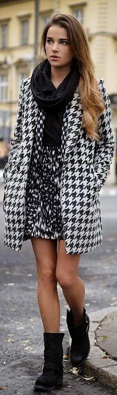 Un manteau a carreaux avec une jupe, pull, collants et d'hiver... <3 http://www.pinterest.com/adisavoiaditrev/boards/