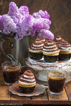 The sweetest coffee break Tiramisu Cupcakes, Coffee Cupcakes, Yummy Treats, Sweet Treats, Coin Café, Coffee With Friends, Cheesecake, Tea Cakes, Chocolate Coffee