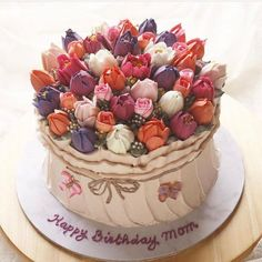 Tulip cake by This cake is so beautiful! I am very fan of this cake. Creative Cake Decorating, Cake Decorating Techniques, Cake Decorating Tools, Creative Cakes, Cookie Decorating, Gorgeous Cakes, Pretty Cakes, Amazing Cakes, Bolo Floral