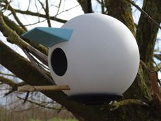 Birdplace is a modern porcelain birdhouse that can be disassembled Viera, Mid Century Design, Animal Design, Pet Accessories, Bird Houses, Netherlands, Canning, Outdoor Decor, Modern