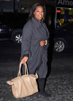 Oprah Winfrey Photo - Oprah Winfrey Shows Her Fans Some Love