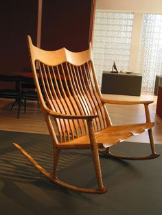 Two seat Maloor rocker in figured maple Sam Maloof, Wood Worker, Rocking Chairs, Armchair, Arts And Crafts, Woodworking Ideas, Leather, Museum, Furniture