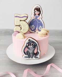 """876 отметок «Нравится», 29 комментариев — ⠀⠀⠀⠀ ♡ A L I N A C A K E S ♡ (@alya_small) в Instagram: «Когда мне сказали: """"Я тебе доверяю""""- мои безграничные фантазии вырвались наружу))) Давно мечтала…» Food Lab, I Foods, Cake Decorating, Birthday Cake, Cupcakes, Ethnic Recipes, Instagram Posts, Desserts, Cookies"""