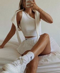 White Tennis Skirt, Pleated Tennis Skirt, Tennis Skirts, Nike Skirts, Tennis Clothes, Shoes Tennis, Tennis Sneakers, White Shorts, Look Fashion