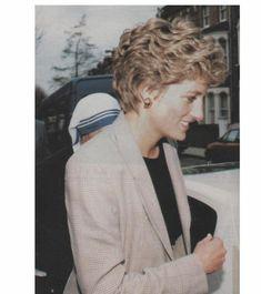 Princess Diana en visite privé chez Mother Teresa à Kilburn _ Mars 1994