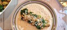 Spinazie wraps met kip pesto, pijnboompitjes en Parmezaanse kaas