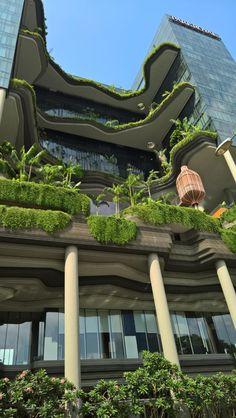 PARKROYAL on Pickering (Singapore): See 1,745 Hotel Reviews and 1,870 Photos - TripAdvisor Architecture Environnementale, Environmental Architecture, Architecture Durable, Futuristic Architecture, Sustainable Architecture, Sustainable Design, Green Tower, Black Building, Eco City