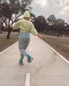 Roller Skate Shoes, Quad Roller Skates, Roller Skating, Inline Skating, Vintage Videos, Skate Girl, Aesthetic Songs, Skateboard, Cute Outfits