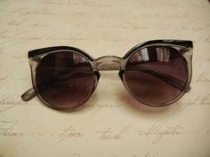 Óculos Escuros Retrô Gatinho CInza e Preto