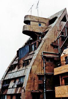 Yoji Watanabe, New Sky Building, Tokyo, 1971 Horribilis arquitectura Futuristic Architecture, Amazing Architecture, Art And Architecture, Industrial Architecture, Environment Design, Built Environment, Interesting Buildings, Building Structure, Brutalist