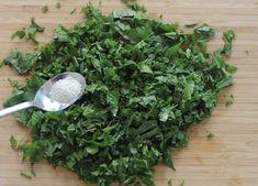 Hortahakkelus on herkku jonka teet todella helposti Parsley, How To Dry Basil, Spinach, Vegetables, Vegetable Garden, Vegetable Recipes, Veggies