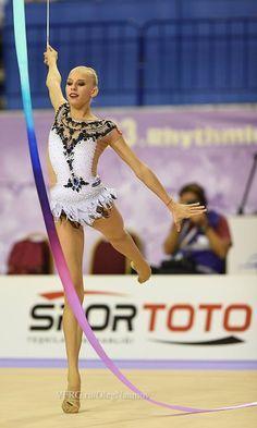 Yana Kudryavtseva, Russia, got for her ribbon routine in all-around finals World Championships 2014 Gymnastics Leos, Amazing Gymnastics, Gymnastics Training, Gymnastics Workout, Gym Leotards, Rhythmic Gymnastics Leotards, Gymnastics For Beginners, Tutu, Meme Costume