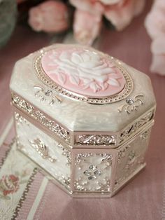Victorian maiden. My favorite music box from Victorian Maiden.