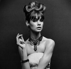 Jean Shrimpton modelling jewellery, May Victoria & Albert Musuem, London All rights reserved. Licensed by V Enterprises Ltd. Jean Shrimpton, Fashion Images, Fashion Models, Art Visage, Vogue Editorial, Editorial Fashion, Sixties Fashion, Looks Vintage, Vogue India