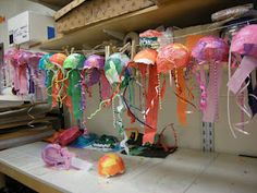 Great paper mache jelly fish. Regular fish get so many cool projects, this is a great way to add diversity for sea life projects.