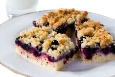 This blueberry cobbler recipe created from a peach cobbler recipe can help to improve brain and vision function as well as lower the risk of cancer. Try this dessert! Blueberry Cobbler Recipes, Blueberry Crumble, Ww Desserts, Dessert Recipes, Berry Pie, 9x13 Baking Dish, Cheesecake Bars, Pie Bars, Frozen Blueberries