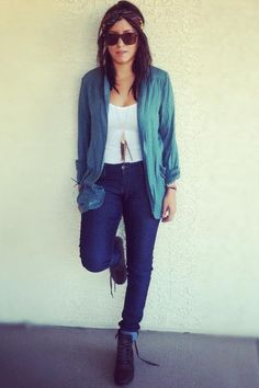 Dark-brown-boots-blue-jeans-white-shirt-bronze-sunglasses-teal-blouse