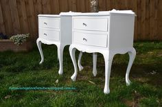 shabby chic Queen Anne vintage bedside tables painted white #paintedwhite #paintedfurniture #shabbychic #vintagefurniture