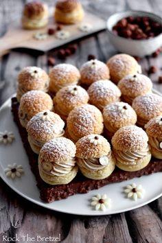 eclair cake puff pastry * eclair cake _ eclair cake no bake _ eclair cake recipe _ eclair cake puff pastry _ eclair cake no bake graham crackers _ eclair cake videos _ eclair cake no bake easy desserts _ eclair cake with chocolate ganache Desserts Français, French Desserts, Dessert Recipes, Dessert Simple, Paris Brest, Pumpkin Recipes, Cookie Recipes, Low Carb Brasil, Choux Pastry