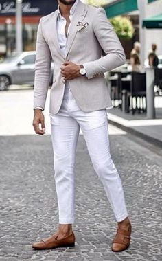 Sharp men's style inspiration! A summer tan sport coat or blazer over a white dress shirt with white pants or jeans. Giorgenti New York can custom design and make your wardrobe! Visit us today in our private showroom! White Blazer Outfits, Off White Blazer, Mens Hottest Fashion, Men Fashion, White Pants Men, Designer Suits For Men, Men With Street Style, Business Casual Men, Smart Casual