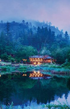 Sample wines by day and cozy up in a lodge at night in California's Napa Valley #GrouponGetaways