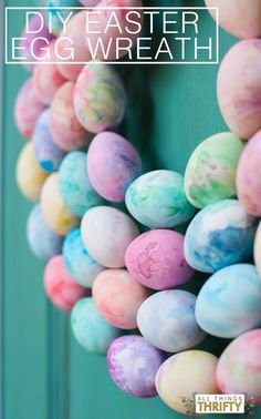 Make your own Marble Easter Egg Wreath with your KIDS! This activity was sponsored by Huggies.