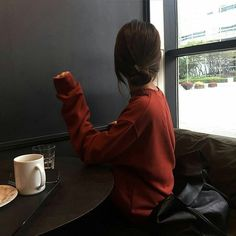Image discovered by 🍓🍯. Find images and videos about korean, ulzzang and icons on We Heart It - the app to get lost in what you love. Tumblr Photography, Photography Poses, Korean Girl, Asian Girl, Korean Ulzzang, Girl Hiding Face, Foto Casual, Uzzlang Girl, Foto Pose