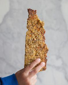 Esta rica galleta la hice usando chía y quínoa, 2 alimentos nutritivos y deliciosos. Veggie Recipes, Real Food Recipes, Healthy Recipes, Healthy Biscuits, Crackers, Healthy Food Alternatives, Chia Recipe, Breakfast Toast, Food N