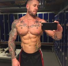 """Uživatel Steve White na Twitteru: """"Post gym selfie, really pleased with @fresh_fit_food, it's certainly helping me to achieve my goals #gains #muscle https://t.co/XfTcHzPzWj"""""""