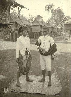 Potret Daeng Murova dan Daeng Mabela dari Malili, Sulawesi-Selatan 1905-1908 Old Pictures, Old Photos, Vintage India, Makassar, The Past, Culture, History, Indie, City