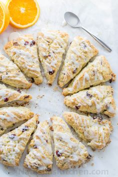The texture of these cranberry orange scones is phenomenal & billowy soft and crumbly. My sister hosted a ladies brunch and these were my contribution. Everyone loved that& scones weren& overly sweet. Autumn Brunch Recipes, Brunch Ideas, Christmas Tea Party, Christmas Scones, Christmas Eve, Christmas Cookies, Cranberry Orange Scones, Think Food, Brunch Party