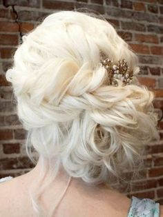 See our collection of elegant prom hair updos, as this important event is approaching and you need to start preparing. Special Occasion Hairstyles, Fancy Hairstyles, Bride Hairstyles, Bridesmaid Hair, Prom Hair, Wedding Hair And Makeup, Hair Makeup, Wedding Hair Inspiration, Homecoming Hairstyles
