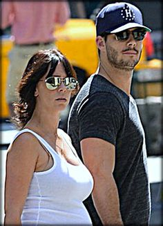 Jennifer Love Hewitt and her husband to be, Brian Hallisay, were interested in a scuffle with a new paparazzo last Friday as soon as the photographer refused to stop snapping pics...