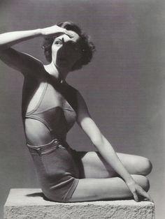 Horst P. Horst pour Vogue, juillet 1934