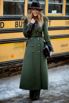 Street Chic: New York Fashion Week - Street Style Photos NYFW Fall 2014 - ELLE --- A nice long coat, even longer than the one I have! Fashion Mode, New York Fashion, Look Fashion, Womens Fashion, Milan Fashion, Fashion Brands, Fashion Tips, Mode Chic, Mode Style
