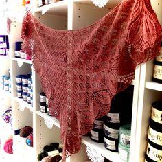 Haruni – http://www.ravelry.com/projects/inesaparicio/haruni-2 tricotado pela Inês Aparício em Olívia   #lojaovelhanegra #ovelhanegrayarns #ovelhanegraolivia