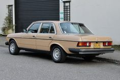 Bid for the chance to own a 1977 Mercedes-Benz at auction with Bring a Trailer, the home of the best vintage and classic cars online. Mercedes Benz World, Old Mercedes, Classic Mercedes, Mercedes Benz Cars, Classic European Cars, Classic Cars Online, New Tyres, Diesel Engine, Rear Window
