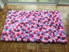 We make beautiful wohnideen diy wohnideen carpet itself Diy Pom Pom Rug, Pom Pom Crafts, Textured Carpet, Patterned Carpet, Diy Tapis, How To Make A Pom Pom, Arts And Crafts, Diy Crafts, Carpet Trends