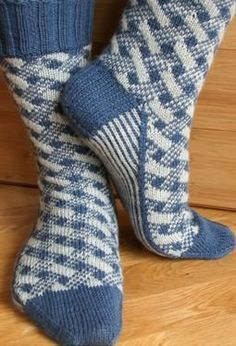 Plaid Play: Lattice Socks - Knitting Patterns by Camille Chang