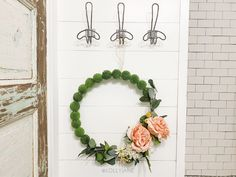 DIY moss ball wreath: such a fun spring wreath idea! This would look cute to display for easy outdoor porch decor, such a fun front door wreath. So cute to leave up all year, too! Diy Crafts Hacks, Diy Home Crafts, Diy Craft Projects, Tree Crafts, Moss Wreath, Diy Wreath, Tulle Wreath, Burlap Wreaths, Door Wreaths