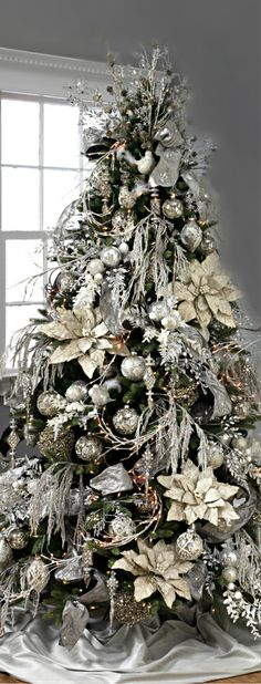 When it comes to decorating, my favourite part is the TREE. I love to create a beautiful Christmas tree. Here is the Ultimate christmas tree Inspiration! Elegant Christmas Trees, Silver Christmas Tree, Decoration Christmas, Colorful Christmas Tree, Christmas Tree Themes, Christmas Home, Christmas Mantles, Xmas Trees, Victorian Christmas