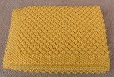 7 gomitoli di Laines du Nord Dolly Maxi, giallo mimosa per questa copertina lavorata con i ferri n. 5. Avviare 100 m. e lavorare a punto r...