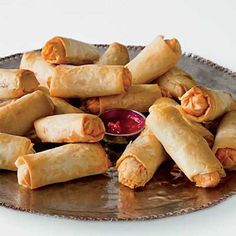 Goat Cheese and Chorizo Rolls Fresh goat cheese, chopped dry chorizo, and minced chives are wrapped inside phyllo dough to make rolls much like the ones found on the streets of Argentina. Recipe: Goat Cheese and Chorizo Rolls Crispy Rolls, Tapas, Yummy Snacks, Yummy Food, Wine Recipes, Cooking Recipes, Party Recipes, Kitchen Recipes, Holiday Party Appetizers
