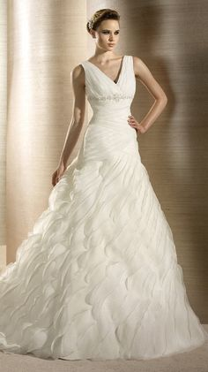 OFELIA / Bridal Gowns / 2012 Collection / Avenue Diagonal