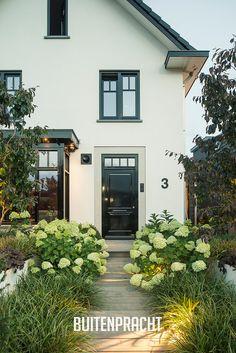 Dream Garden, Home And Garden, Backyard, Patio, White Houses, Back Gardens, Residential Architecture, Garden Styles, Decoration