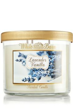 La chandelle Lavender vanilla de la collection White Barn de chez Bath and body Works ! J' adorer ce mélange de lavande et de vanille crémeuse, avec des touches de bois de cèdre, jasmin et d'agrumes. L'odeur crée une ambiance confortable et sécurisantes. Je la commande surtout en hiver !