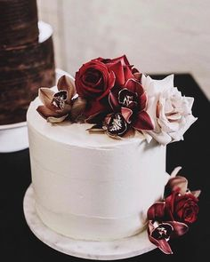 """524 Likes, 5 Comments - Nouba (@nouba_blog) on Instagram: """"Wedding cake heaven by @figandsalt with blooms by @ceciliafox and captured by @elkandwillow at…"""""""