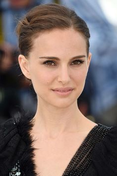 At a photocall for her directorial debut A Tale of Love and Darkness, Natalie Portman wore her hair in an elegant, swept-back chignon. Flawless skin and extra-long lashes completed the look 2015 Hairstyles, Celebrity Hairstyles, Cool Hairstyles, Hairdos, Cannes Film Festival 2015, Cannes 2015, Red Carpet Makeup, Red Carpet Hair, Natalie Portman
