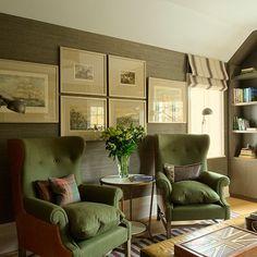 Wohnzimmer mit grünen Polstersessel